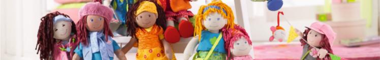 Kuscheltiere und Puppen