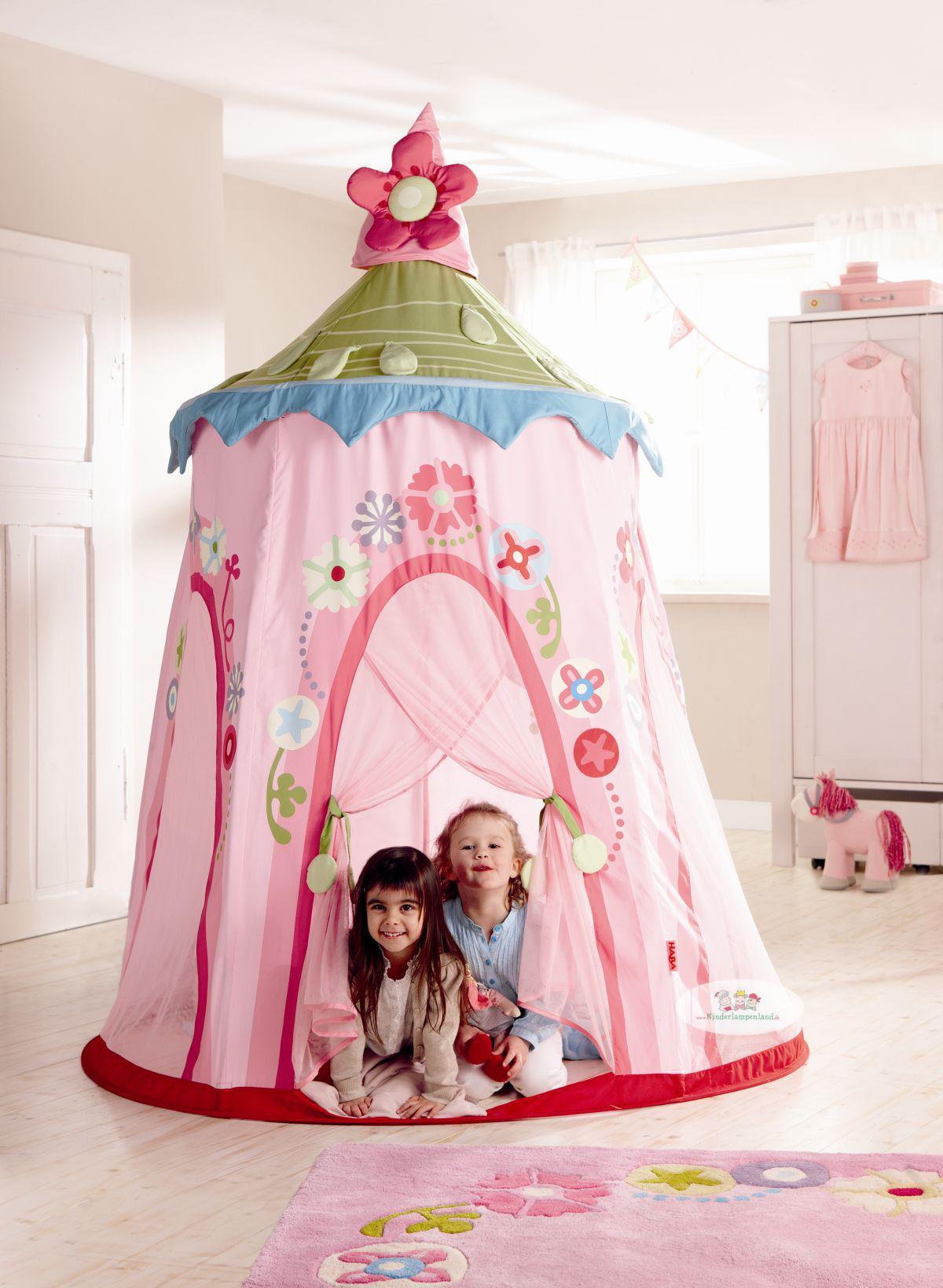 haba spielzelt blumenkranz rosa gr n spielzelte schaukeln im kinderlampenland. Black Bedroom Furniture Sets. Home Design Ideas
